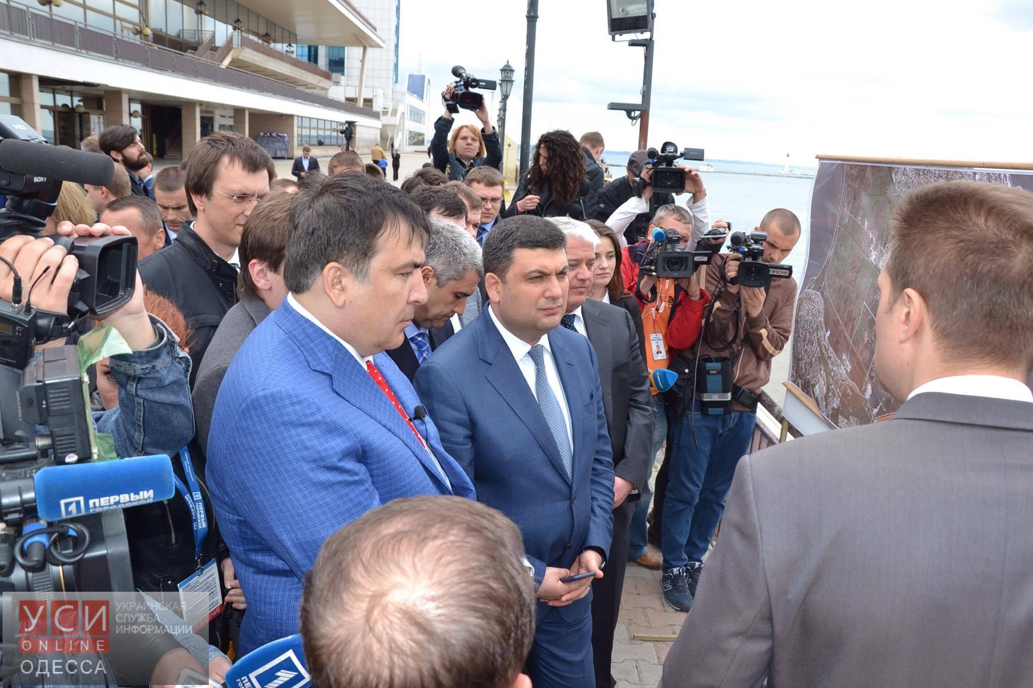 Премьер-министр заявил, что украинские дороги выглядят, как после бомбежки 1