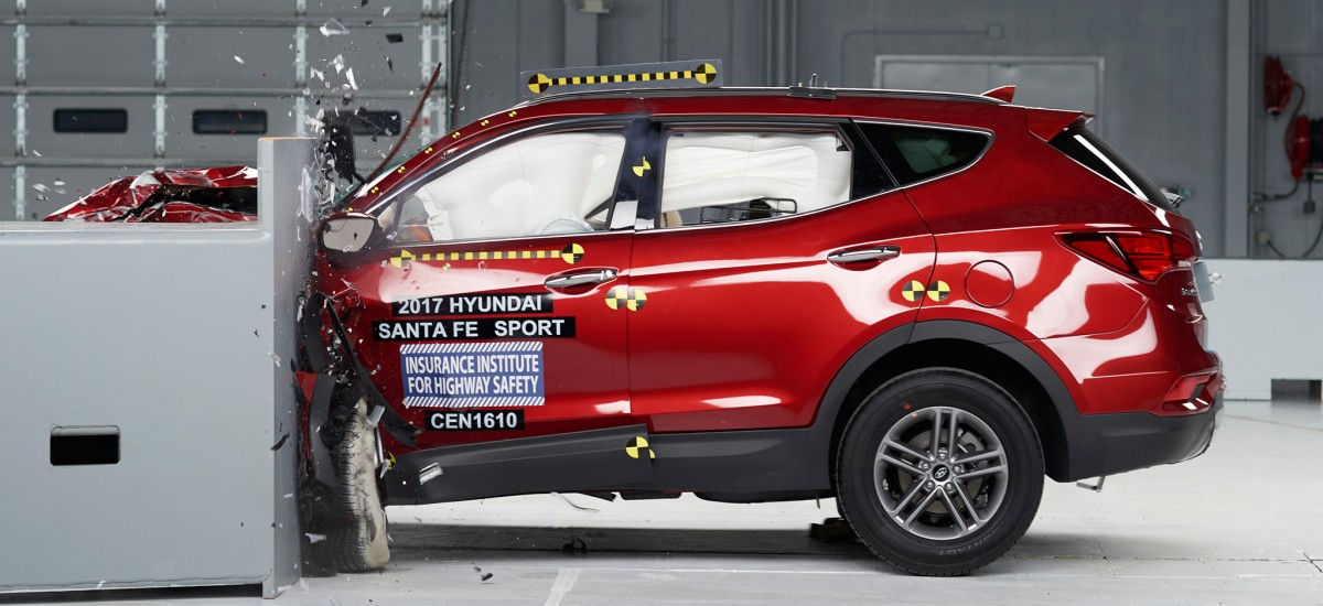 Hyundai Santa Fe получил высшую награду экспертов IIHS 2