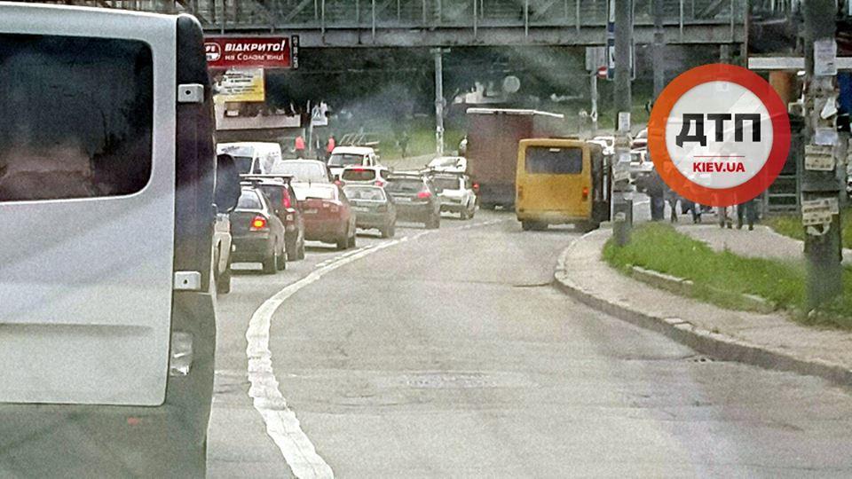 «Удивительная» покорность: украинские водители перестали занимать полосы для общественного транспорта 2