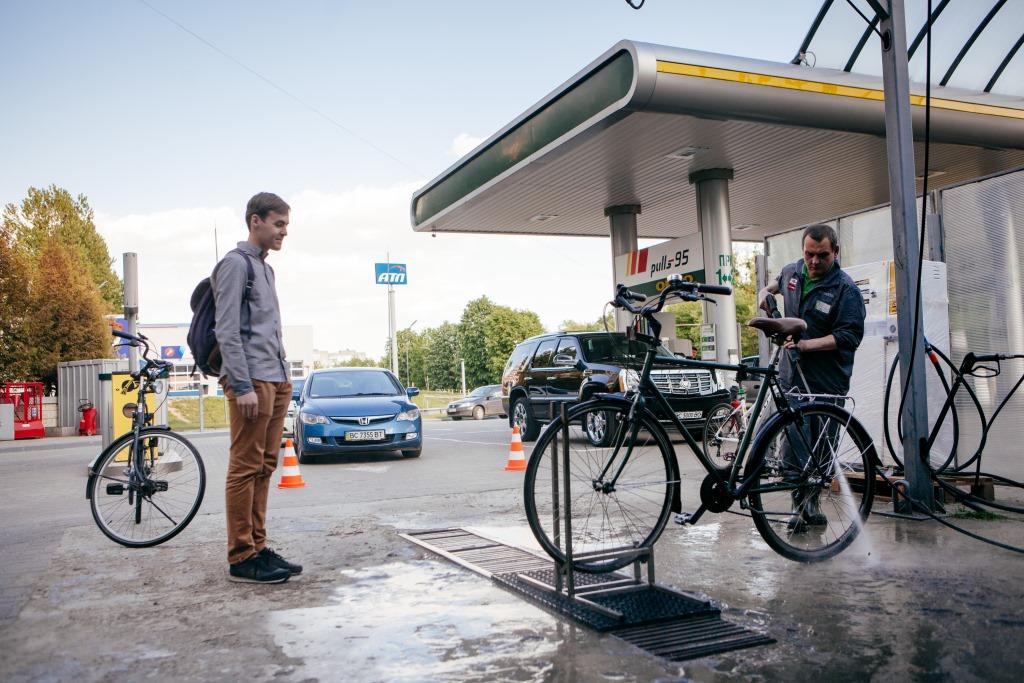 На «ОККО» открылась первая мойка для велосипедов 1