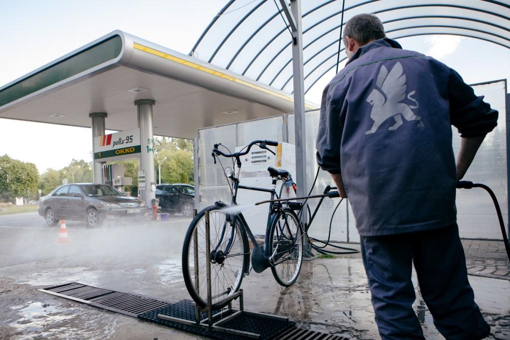 На «ОККО» открылась первая мойка для велосипедов 2