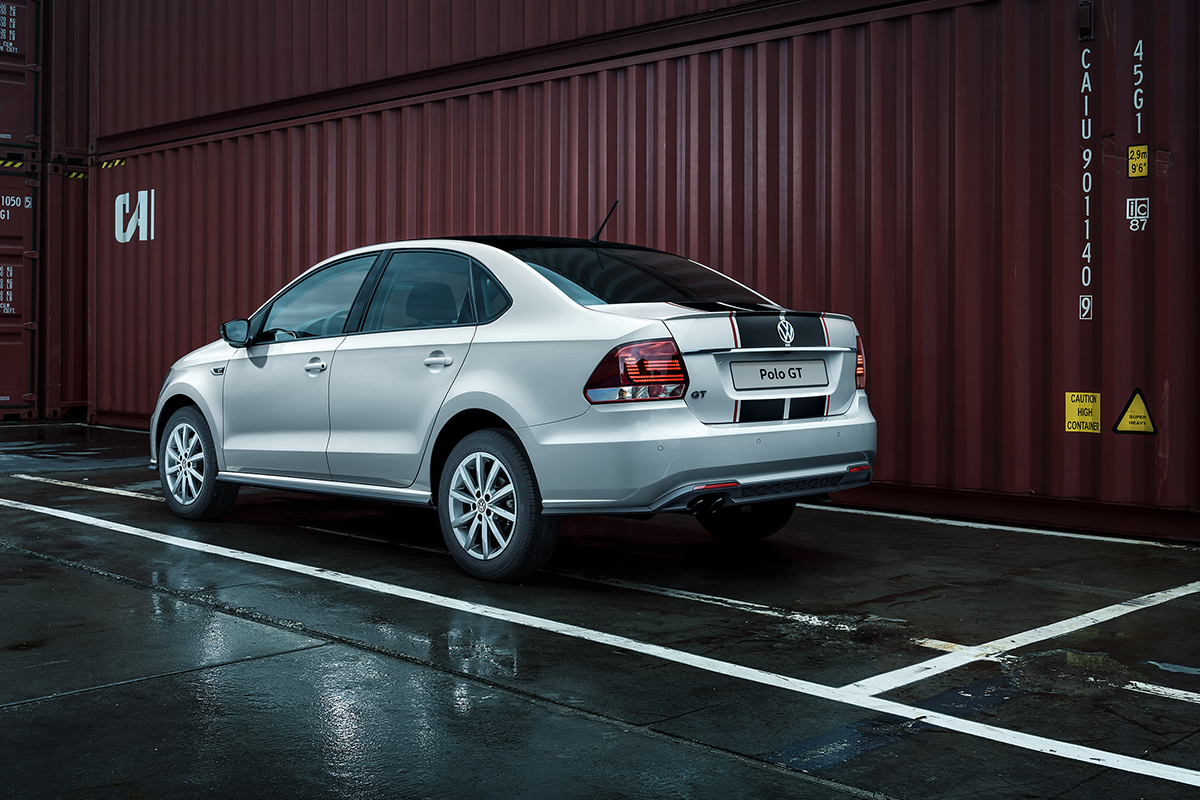Компания Volkswagen представила мощный бюджетный седан 5