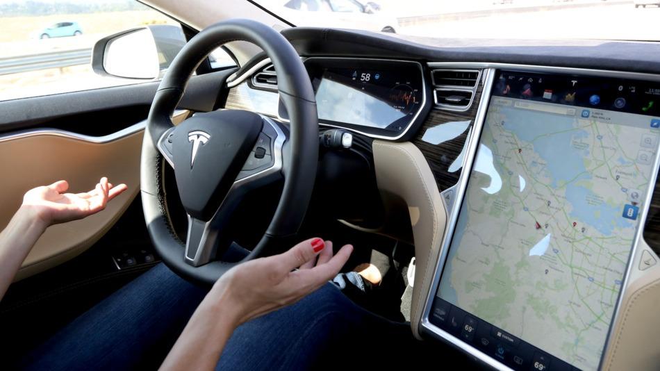 Автомобили Tesla проехали 160 млн. км «на автопилоте» 2