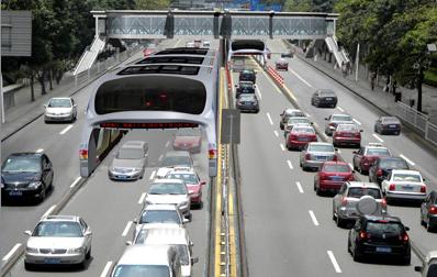 В Китае изобрели автобус, который передвигается над автомобилями 2