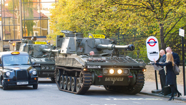 На улицы Лондона вышли танки-такси 1