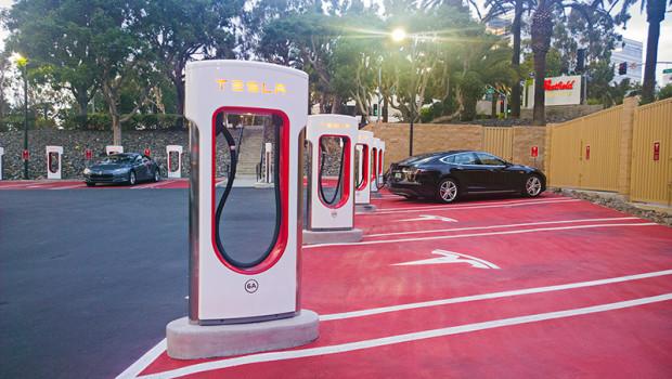 Компания Tesla откроет в Украине три станции подзарядки электромобилей 1
