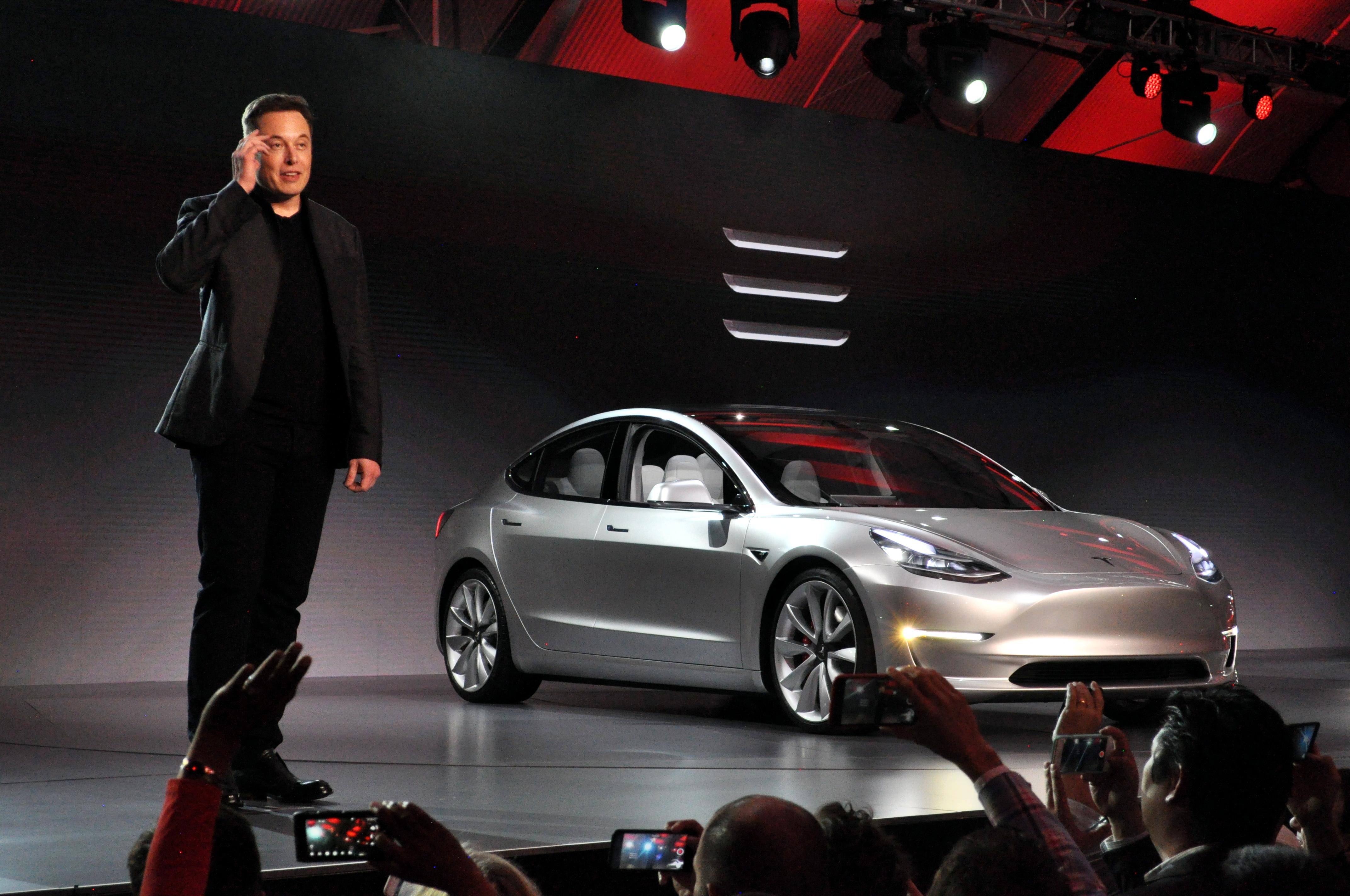 Компания Tesla пошла на отчаянный шаг, ради выпуска Model 3 1