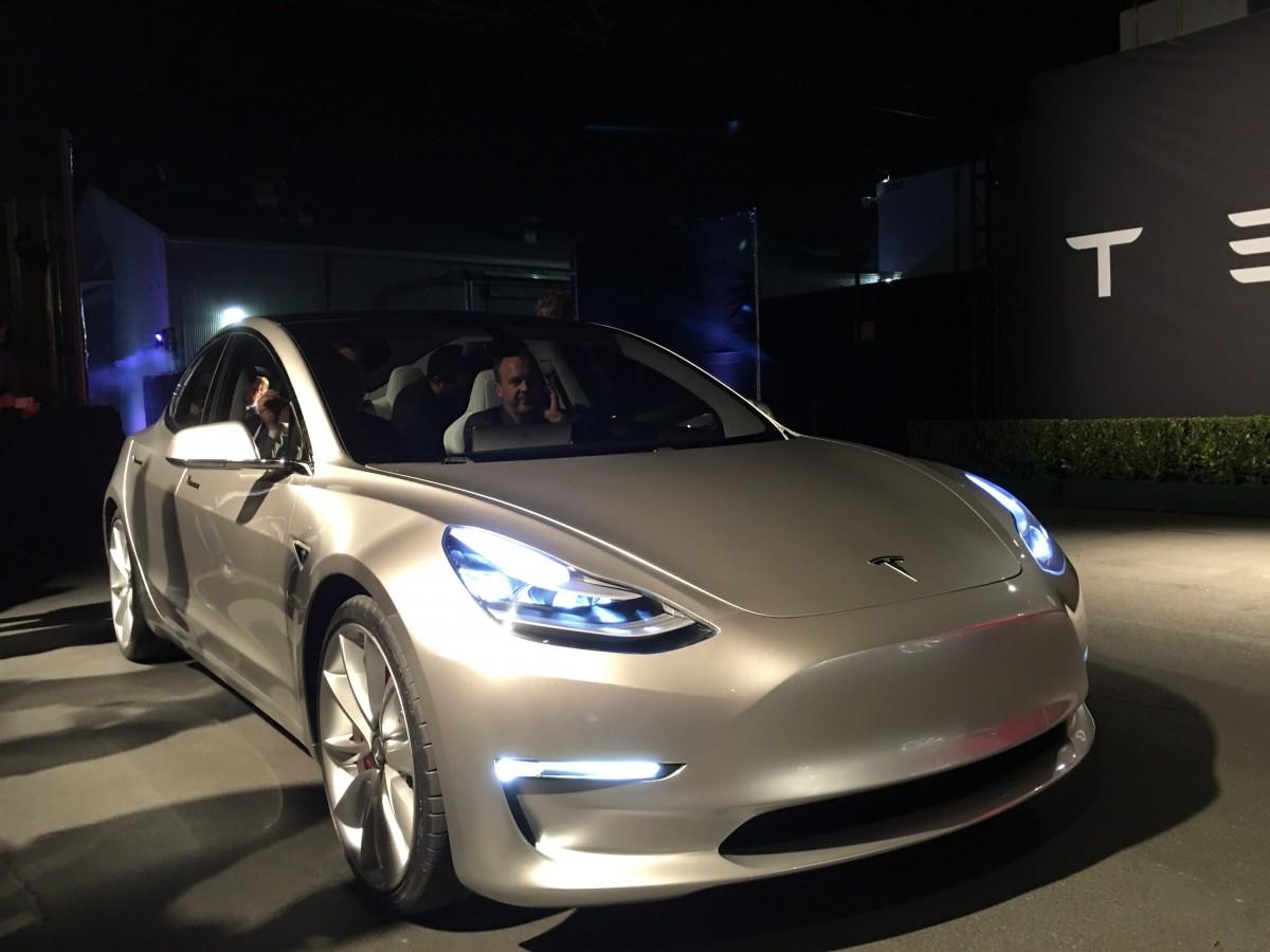 72a29770f21e Компания Tesla пошла на отчаянный шаг, ради выпуска Model 3 ...