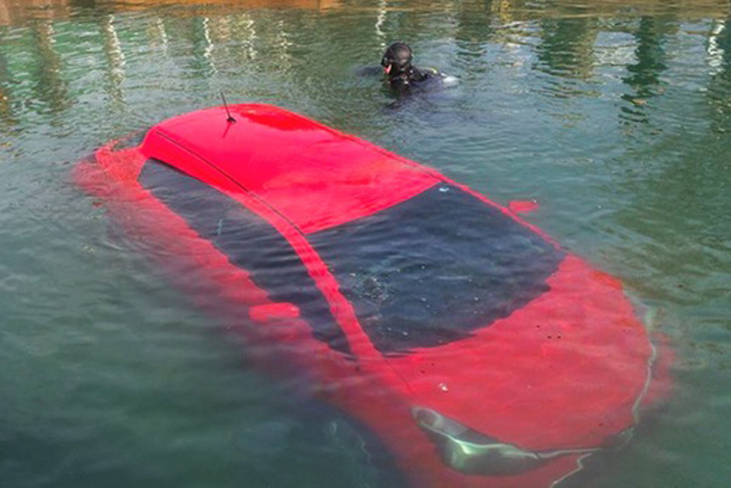 GPS-навигатор «завез» автомобиль на дно озера 1