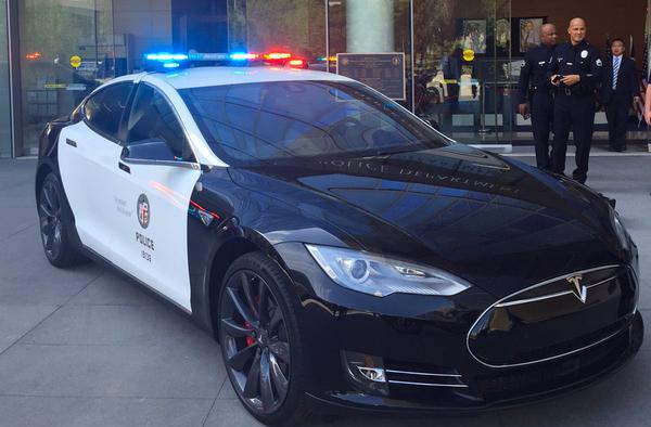 Полиция США считает электромобили Tesla непрактичными для службы 1