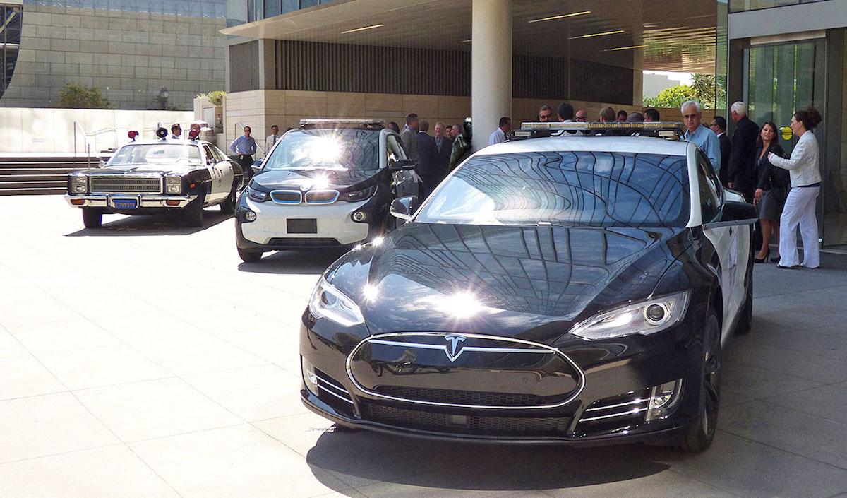 Полиция США считает электромобили Tesla непрактичными для службы 2