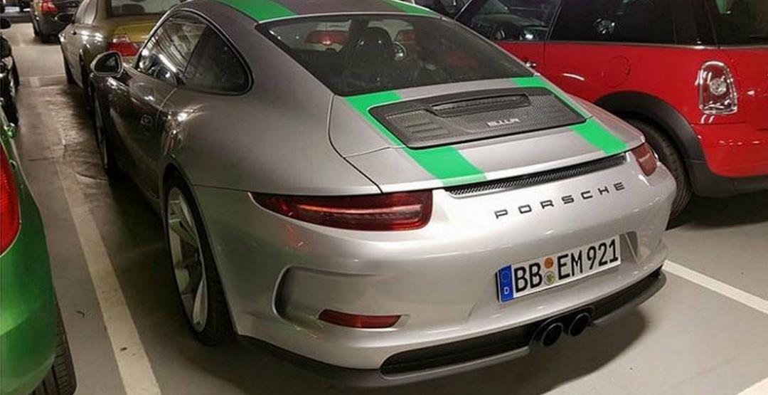 Уникальный Porsche 911 R Limited edition заметили на парковке 2