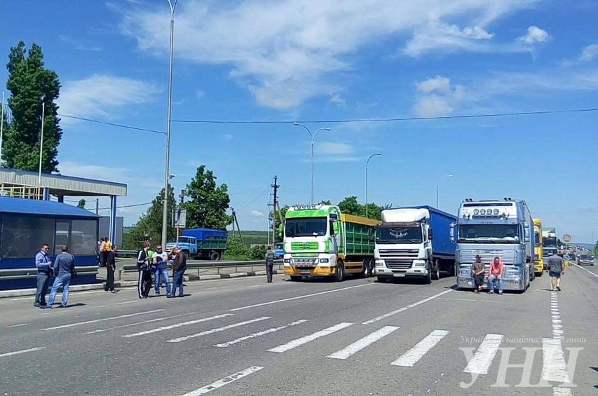 Водители фур заблокировали трассу Киев – Одесса 1