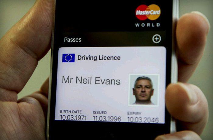 В Англии водительские права можно будет хранить в смартфоне 1