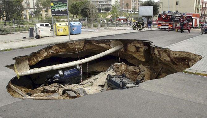 В Запорожье объявили конкурс на самую красивую дорожную яму 1