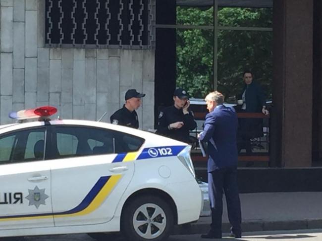 Полицейские составили протокол в отношении министра энергетики за неправильную парковку 2