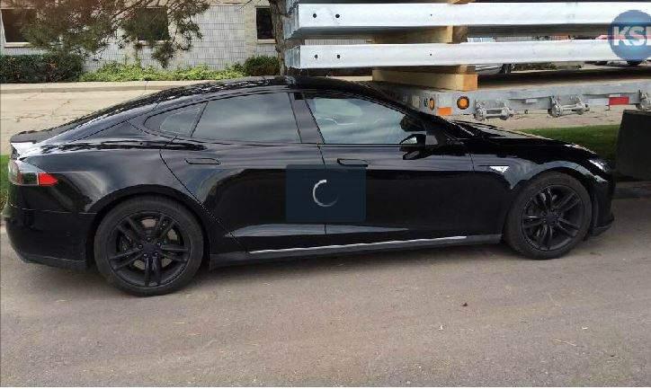 Электрокар Tesla Model S столкнулся с прицепом в режиме автопилота 1