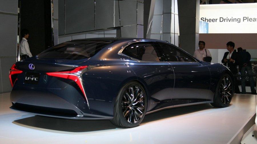 Через полгода состоится премьера седана пятого поколения Lexus LS 2