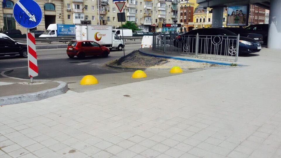Бетонные полусферы на Почтовой площади восстановлены 2
