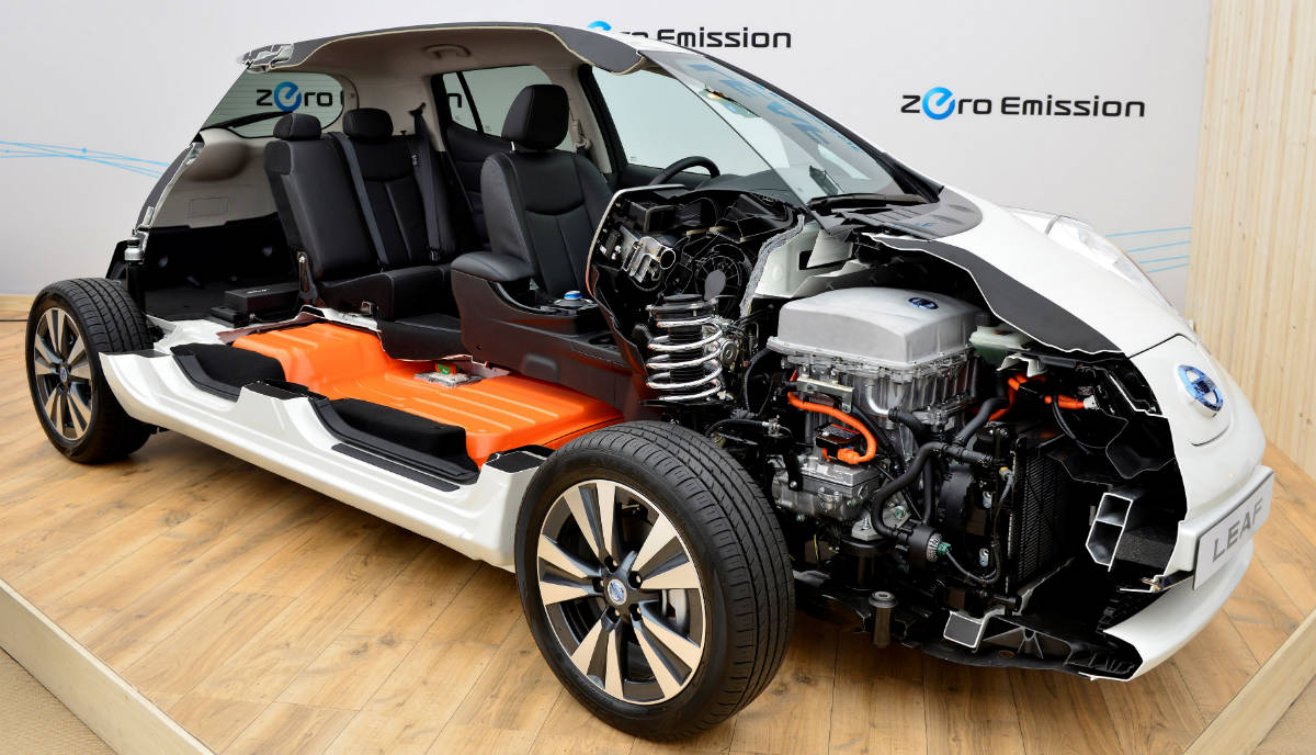 С конвейера сошел 50 000-й Nissan Leaf 2