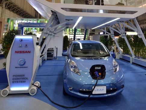 С конвейера сошел 50 000-й Nissan Leaf 1