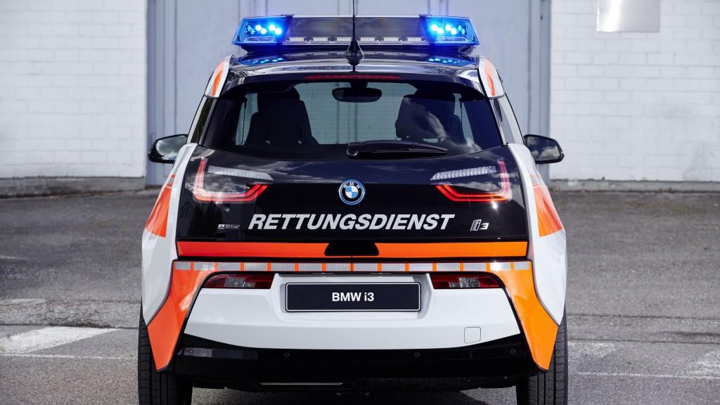 Компания BMW будет выпускать автомобили для полиции и экстренных служб 3