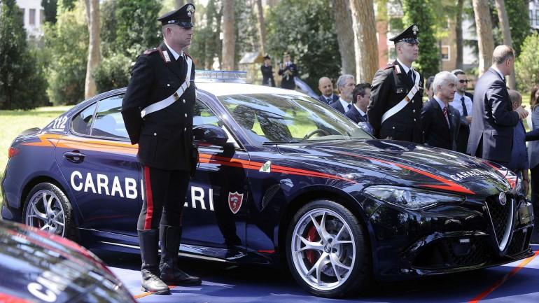 Alfa Romeo сделала роскошный подарок итальянским карабинерам 1