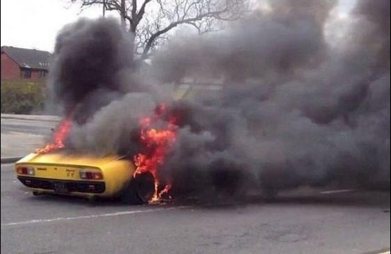 В автомастерской случайно уничтожили суперкар за 1,6 миллионов долларов 3