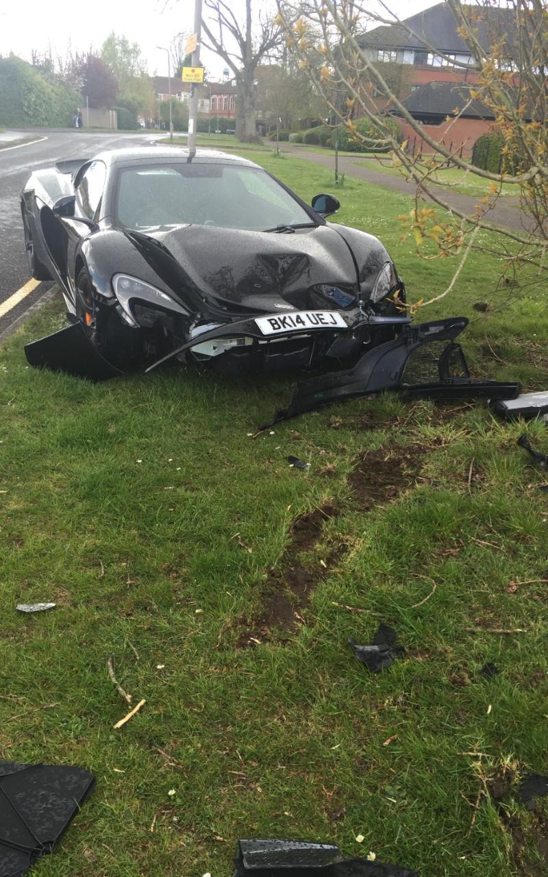 Неудачник разбил суперкар McLaren 650S через несколько минут после его приобретения 1
