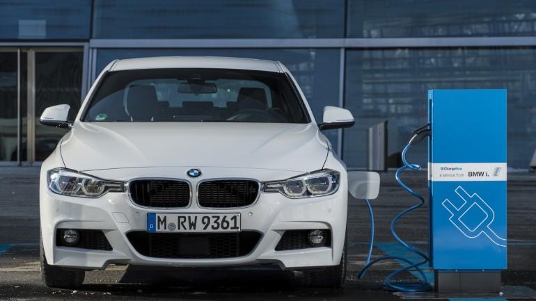 Компания BMW представит новую модификацию гибрида 330e 1
