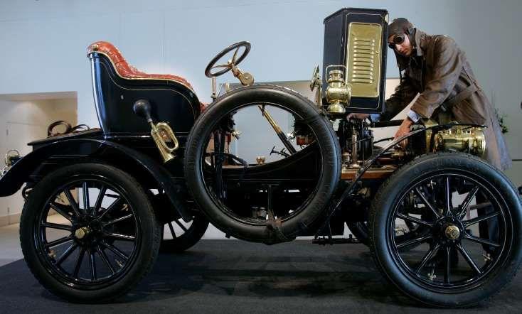 Компания Rolls-Royce празднует свой день рождения 4