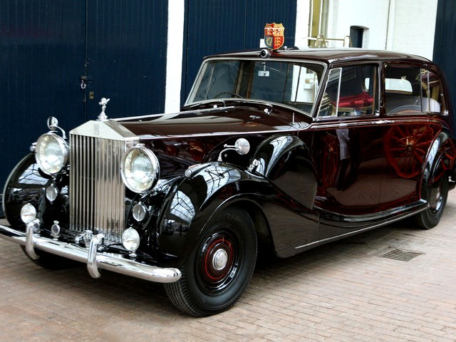 Компания Rolls-Royce празднует свой день рождения 3