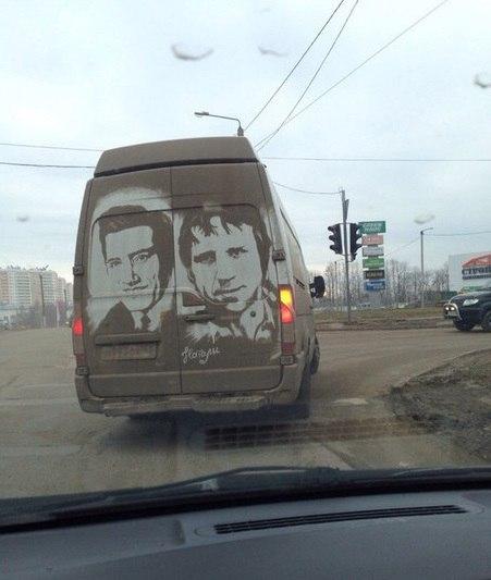 «Грязное искусство» на корпусе автомобиля 1