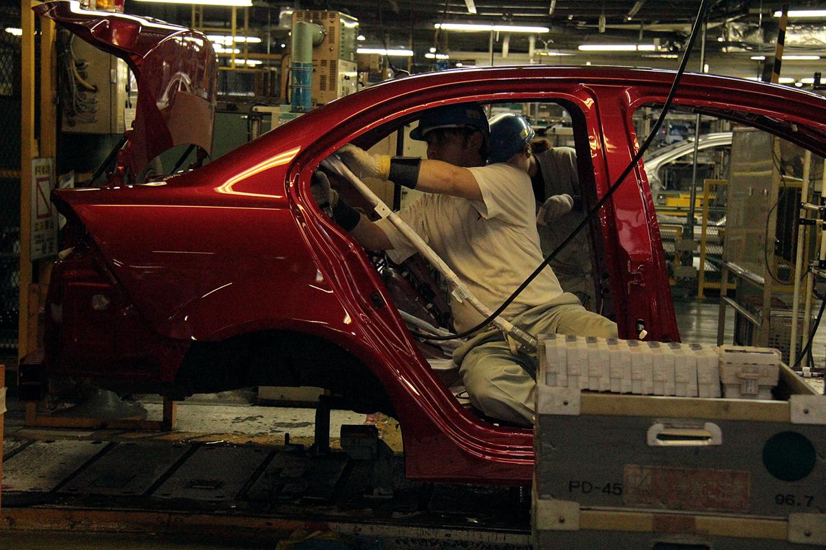 Mitsubishi сократит зарплату своим сотрудникам 1