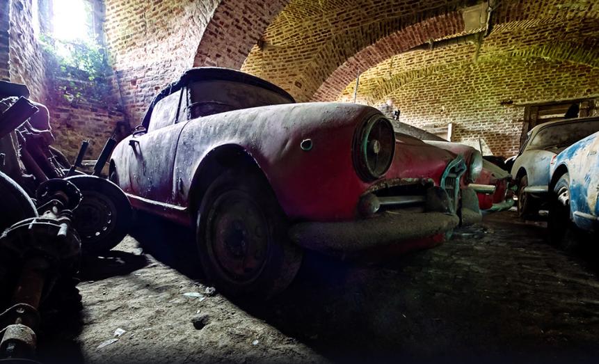 В старинном замке обнаружены раритетные авто 1