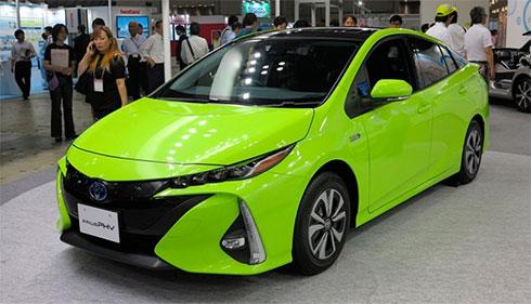 Toyota представила Prius с солнечными батареями на крыше 2