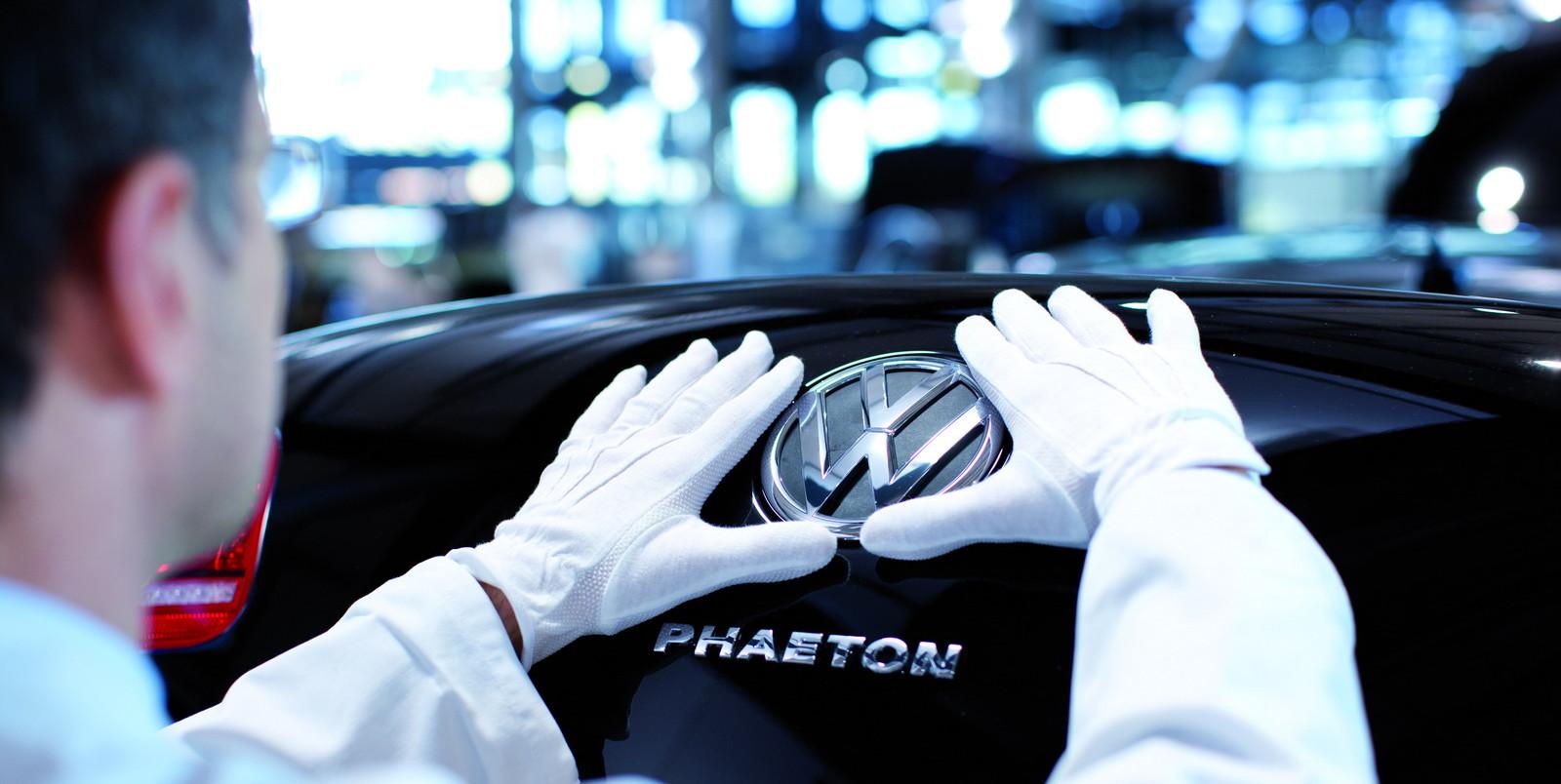 С конвейера сошел последний Volkswagen Phaeton 1