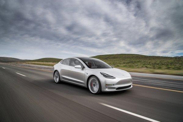 Эксперты сомневаются в популярности нового Tesla Model 3 1
