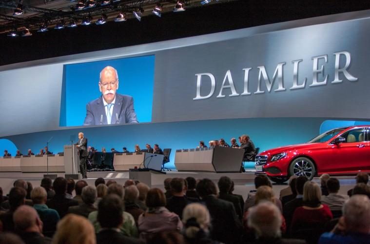 Акционер концерн Daimler потребовал разрешения ходить голым 1