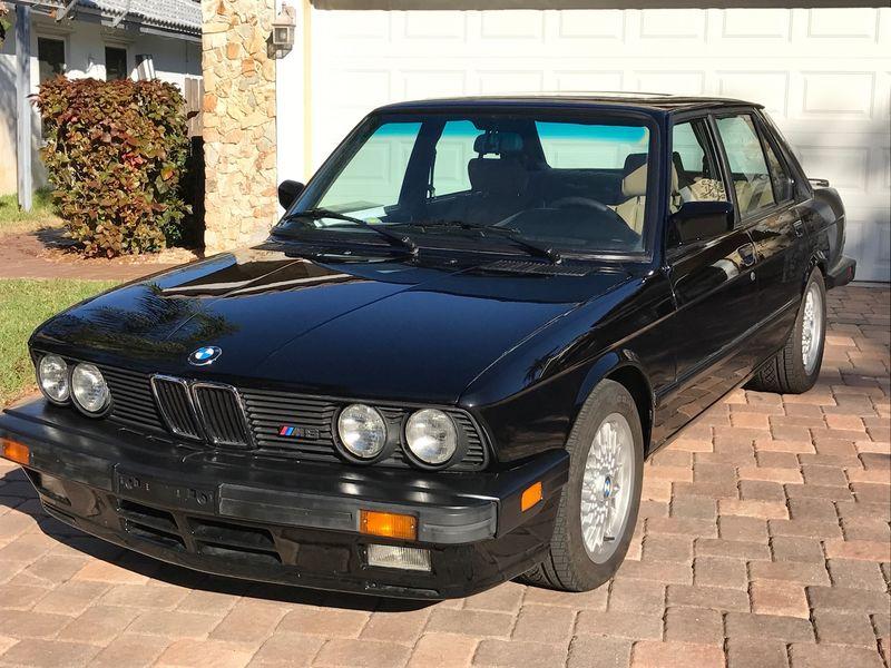 На аукцион выставили BMW «с секретом» 1