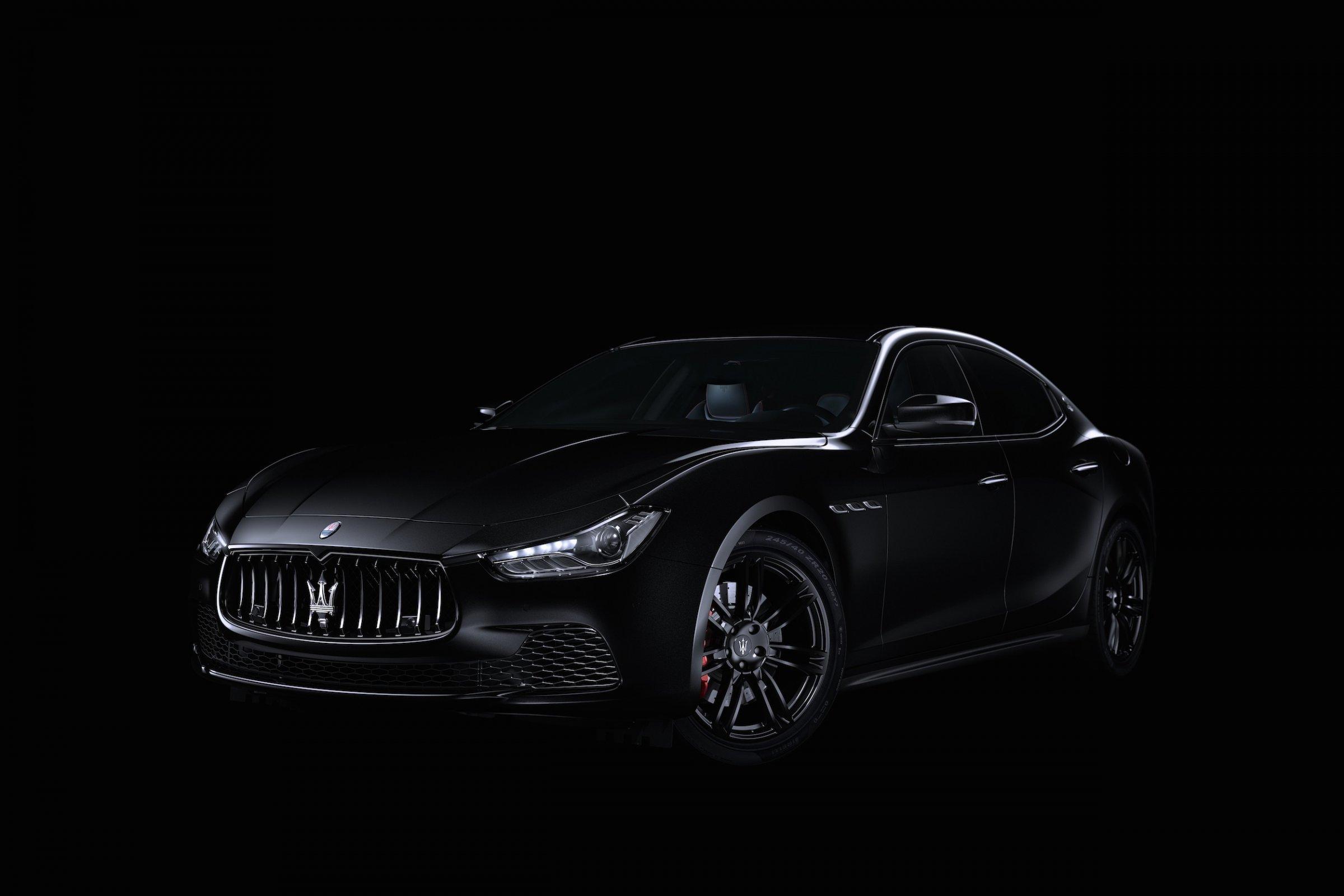 Maserati презентует 450 «очень черных» автомобилей 1