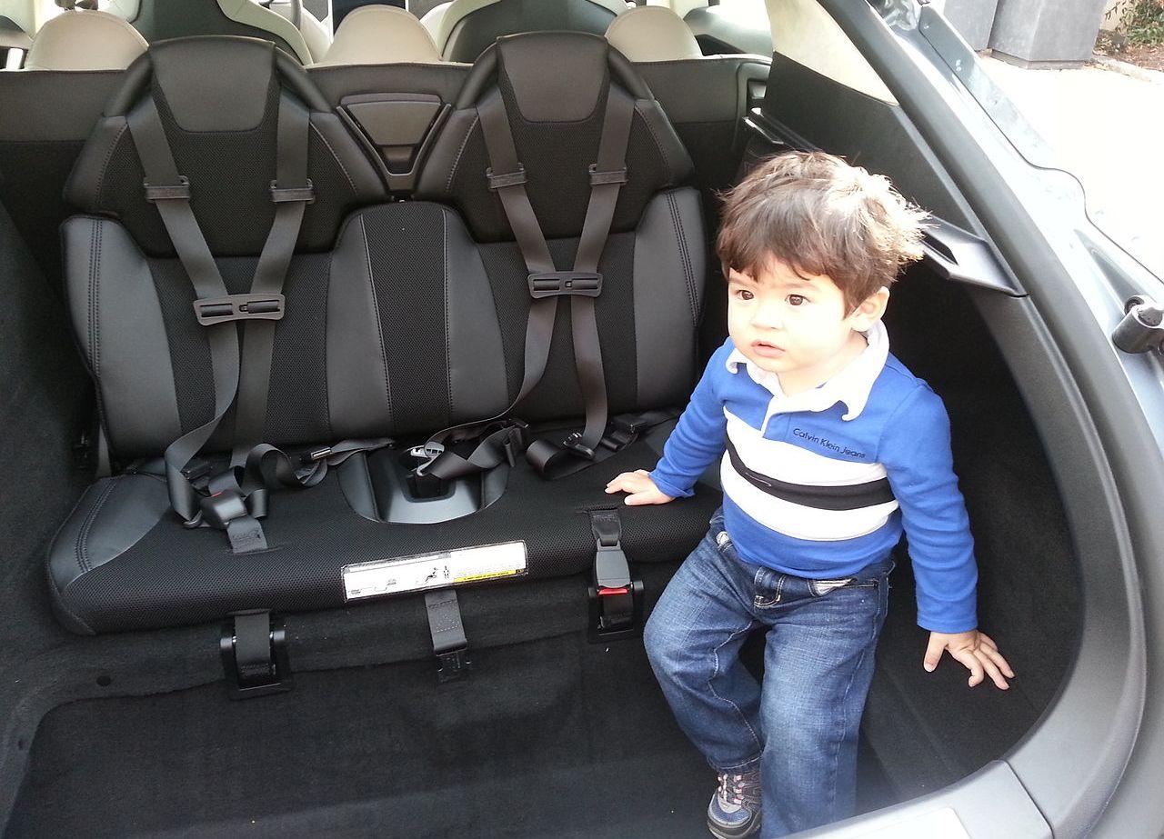 Необычная конструкция Tesla Model S может привести к проблемам с законом 1