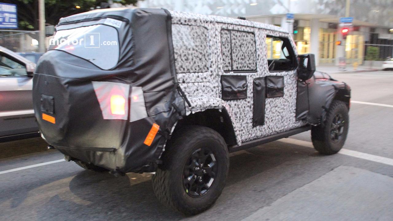 Тестовый прототип Jeep Wrangler остановила полиция 2