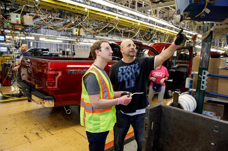 Основатель Facebook поработал на автосборочном конвейере 2