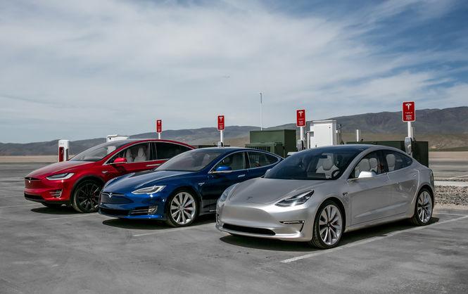 Марка Tesla отзывает десятки тысяч машин из-за технических неполадок 1