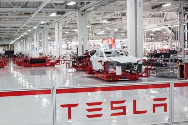 Компания Tesla заявила о новом мощном электромобиле 1