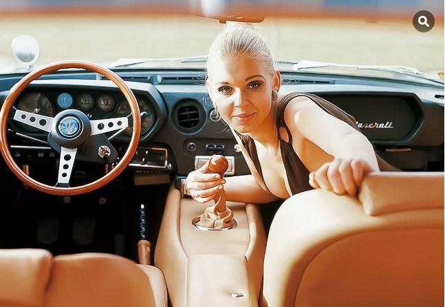 Как разрекламировать автомобиль «при помощи девушек» 1