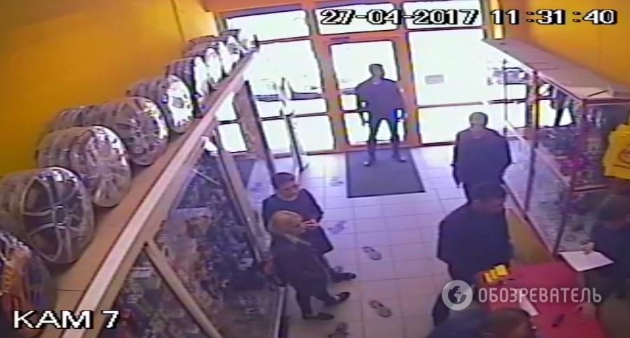 В Киеве захвачены два магазина автозвука 2