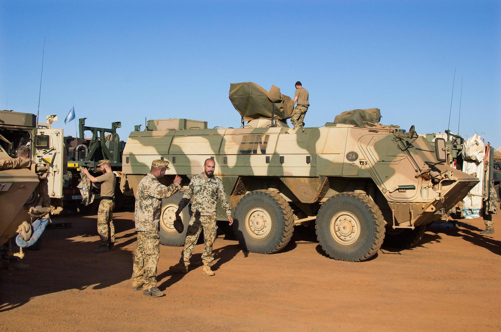 Немецкие военные автомобили массово ломаются от жары 2