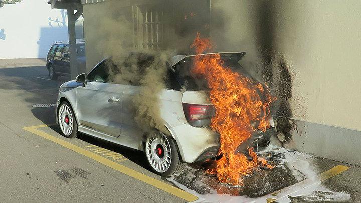 На дороге вспыхнул уникальный хот-хэтч Audi 1